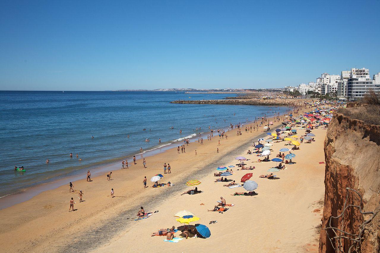 1280px-Algarve_Beach_(908650126)